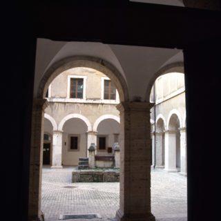 Cisterna-Palazzo-Caetani_chiostro