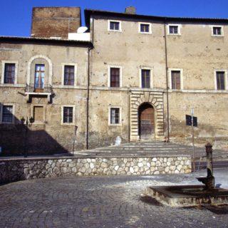 Cisterna-Palazzo-Caetani_retro_1