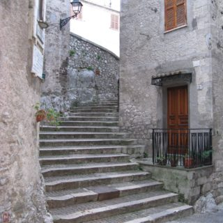 Bassiano scalinata