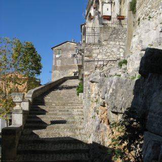 Bassiano scalinata laterale