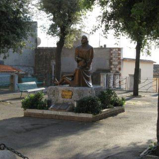 Sezze statua protettore
