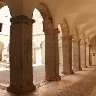 Portico_Palazzo Caetani