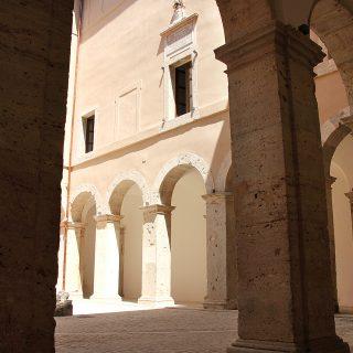 Portico_Palazzo Caetani2